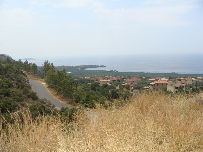 2 plots 1037.38 m2 & 1063.45 m2 of land located near to the village of Neohori, Mani and a 5-minute drive from the seaside resort of Stoupa with amenities and sandy beaches. Great views and the land has characteristics of its own - a gorge, a cave and a traditional stone pathway (kalderimi) - design and build service.